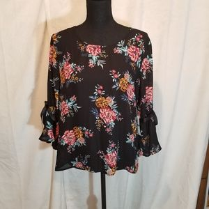 Lily Black floral 3/4 bell sleeve blouse